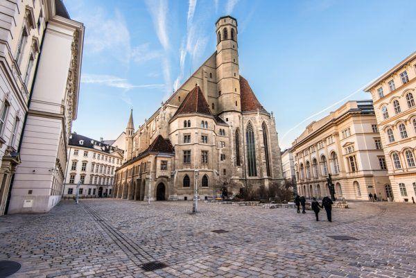 Die Minoritenkirche in Wien hat seit Ende Juni einen neuen Besitzer: die umstrittene Piusbruderschaft.Shutterstock