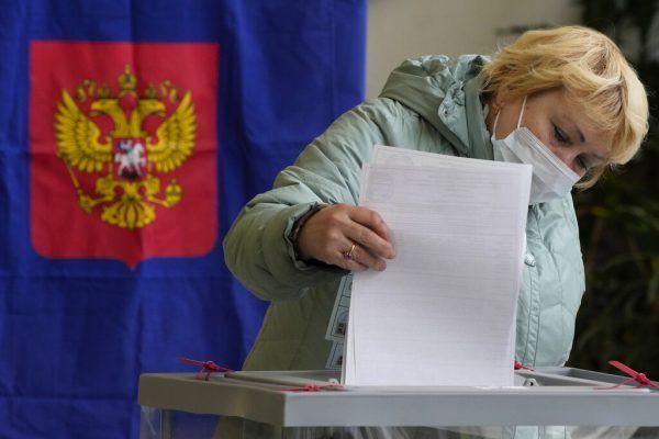 Die Wahl ist geschlagen und die Kreml-Partei triumphierte. AP