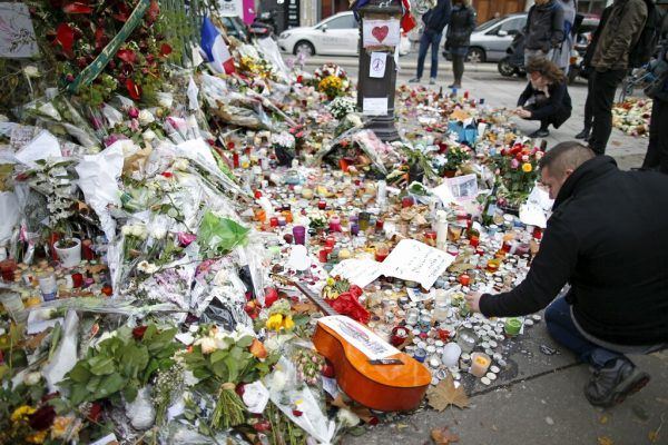 Eine Nation in Trauer. Zehn islamistische Terroristen töteten am Abend des 13. November 2015 in Paris 130 Menschen.Reuters