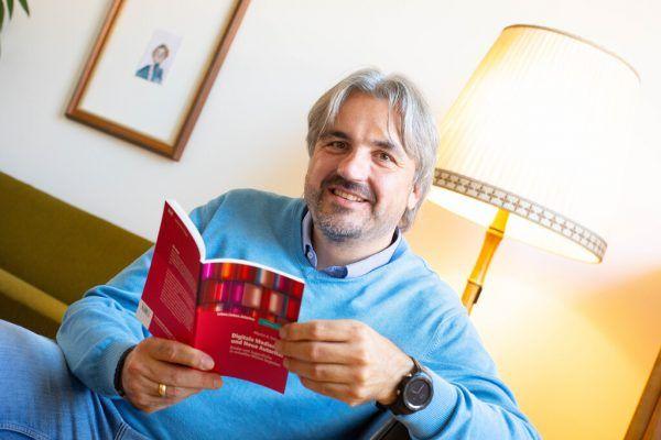 """Martin Fellacher beschäftigt sich seit über zehn Jahren mit der """"Neuen Autorität"""" und hat jetzt ein Buch geschrieben.Hartinger"""