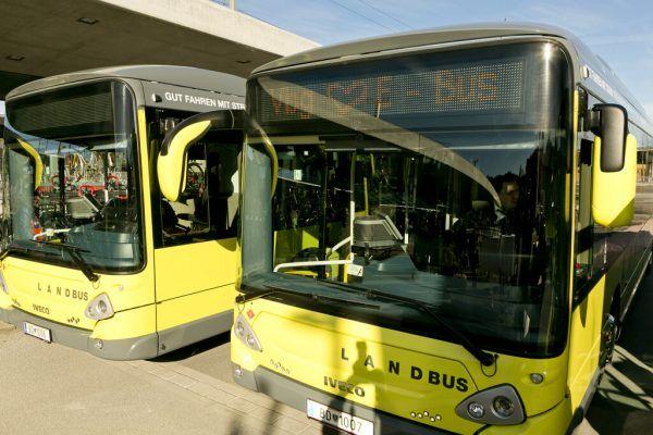 Mit dem Einsatz von E-Bussen ist das Land auf gutem Weg in Sachen Klimaschutz, meint Rauch.VLK