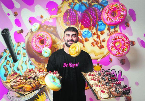 Ob Halil Dogan schon von fliegenden Donuts träumt? Ein Traum ging zumindest schon in Erfüllung: Der eigene Donut-Shop in Dornbirn.Hartinger