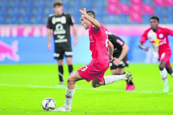 Roko Simic hat zwei Mal vom Elfmeterpunkt aus getroffen und so die Partie in der Red-Bull-Arena für den FC Liefering gedreht. GEPA