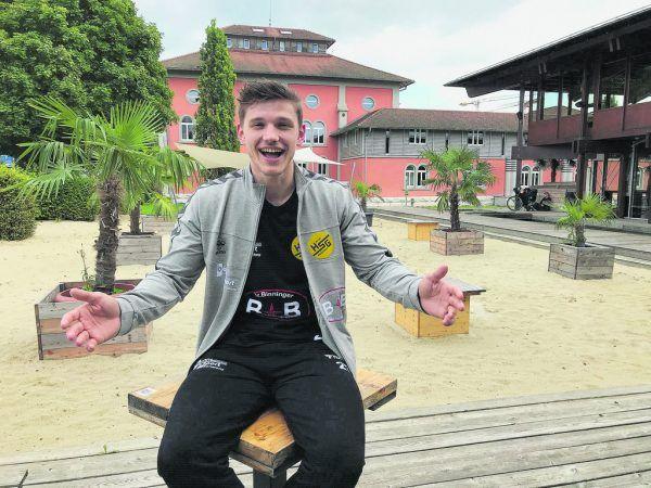 """Samuel """"Sam"""" Wendel vor der Strandbar seiner Universität.Jochen Dedeleit"""