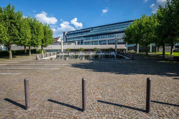 Vor dem Landhaus in Bregenz ist es am Mittwochvormittag zu einem größeren Polizeieinsatz gekommen. Die Festnahme des Tatverdächtigen erfolgte schließlich in Lochau.Symbolfoto hartinger