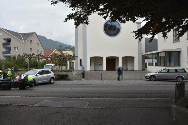 Autofahrer und Motorradlenker stießen zusammen. Kapo St. Gallen