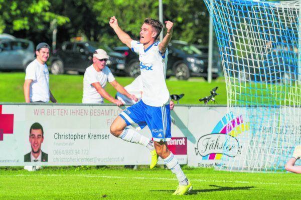 Der Röthner Marco Wieser bejubelt das 1:0 im Spitzenspiel gegen Wolfurt. Die Vorderländer gewannen die Partie 4:0.Stiplovsek
