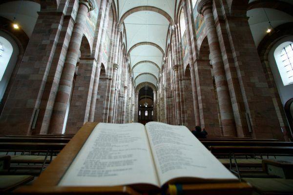 Die Verantwortlichen der bayerischen Bistümer müssen sparen.Symbolbild/Reuters