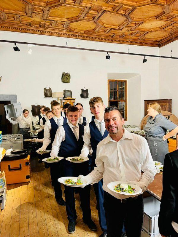 Gascht-Schüler übten die Praxis: Hochzeitsbankett in Bregenz. Gascht