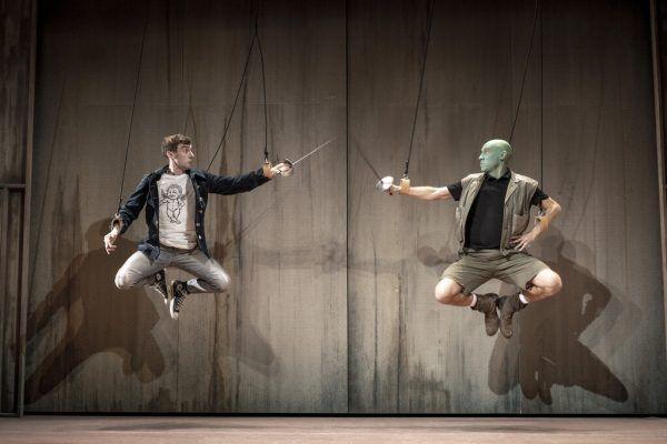 Hängen in der Luft: Aaron Hitz (l.) und Max Merker.Joel Schweizer (3)