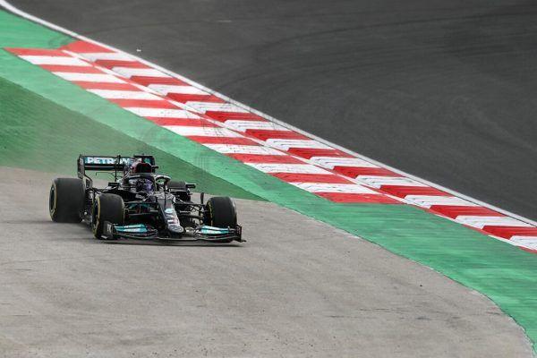Hamilton trat im Training teilweise zu kräftig aufs Gas - er drehte aber eine Rekordrunde. afp