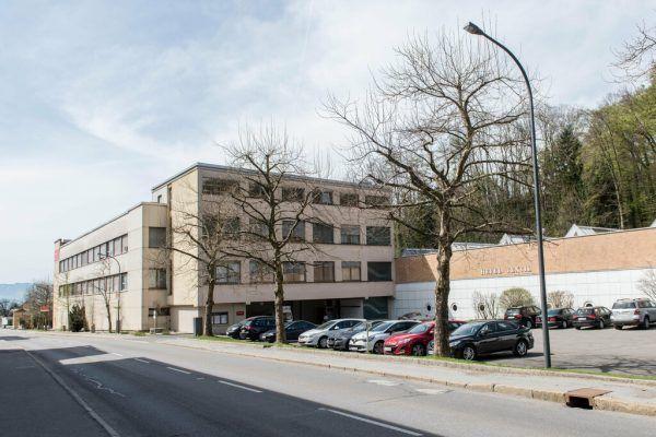 Hefel Textil in Schwarzach, die geschäftsführende Gesellschafterin Ulrike Hefel (kleines Bild).Dietmar Stiplovsek, NEUE-Archiv