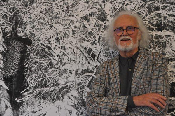 """Hugo Ender vor dem Werk """"Der große Schnee"""". Wolfgang ölz"""