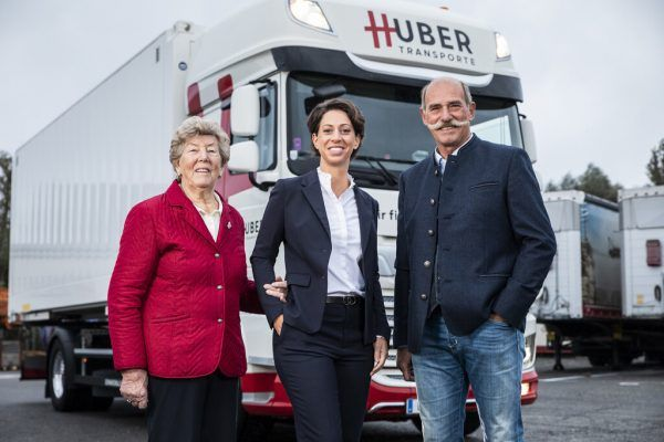 Sabrina Huber mit ihrem Vater Peter..Huber Transporte GmbH + Co KG