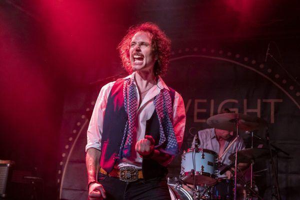 Sänger Tobias Jussel legte sich mit der Band ins Zeug.Daniel Furxer