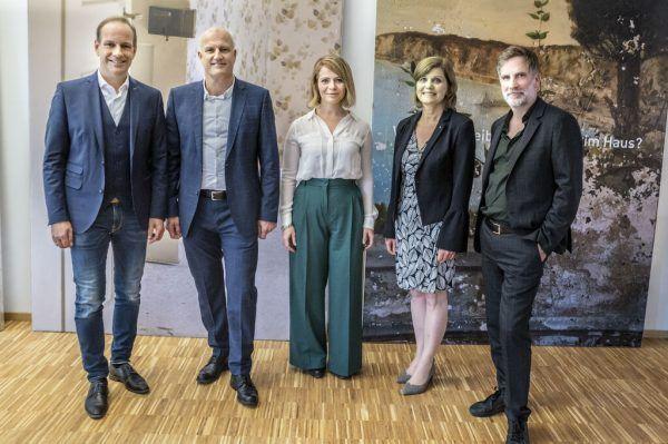 V.l.: Der Hohenemser Bürgermeister Dieter Egger, Andreas Kappaurer, Melanie Greußing, Barbara Schöbi-Fink und Winfried Nußbaummüller.Daniel Furxer